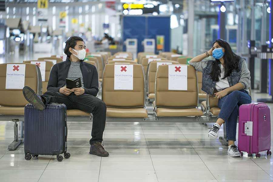 Vaccinarea pentru COVID-19 poate deveni obligatorie pentru a călători în Europa?
