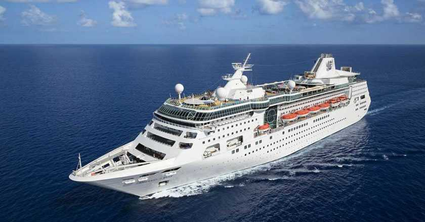 Royal Caribbean vinde două nave