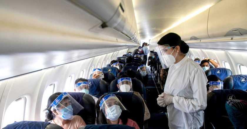 Autoritățile din China recomandă stewardeselor să poarte scutece